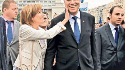 Cum a apărut Carmen Iohannis, la Iași. Președintele României și soția sa, ședință foto la Palatul Culturii