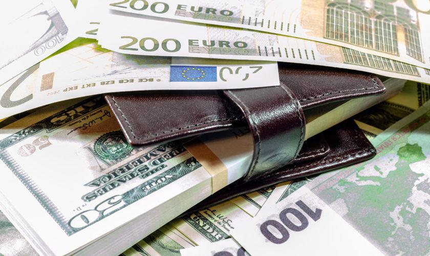 Curs valutar BNR vineri, 4 octombrie: Cât costă euro și dolarul în weekend