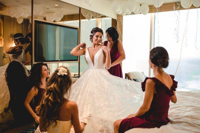 Imagini unice de la nunta Oliviei Păunescu. Toți invitații s-au uitat cu uimire la rochia de mireasă
