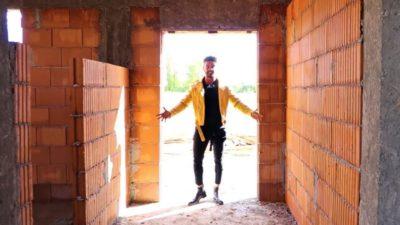 Cum arată casa lui Dorian Popa, actorul din Sacrificiul. A investit o sumă uriașă în ea