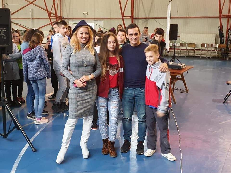Larisa și Marian Drăgulescu alături de copiii lor