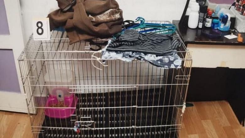 Un băiat de cinci ani, ținut în cușca pentr pisici. Acesta a fost torturat și ucis de părinții săi Sursa Foto: straitstimes.com