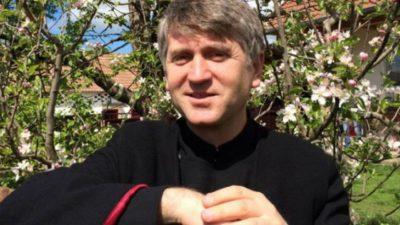 Preotul Cristian Pomohaci le-a venit de hac până și avocaților care îl apără în procese. Ce se întâmplă