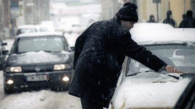 Greșeala banală pe care o fac șoferii în sezonul de iarnă când vor să pornească mașina. Cum eviți situația