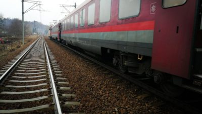 FOTO Un tren de călători și un marfar s-au ciocnit frontal, în Prahova. Sunt 11 persoane rănite
