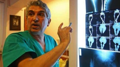 Trei ani de închisoare cu suspendare pentru medicul Gheorghe Burnei. A schilodit zeci de copii și lua mită într-un plic băgat între icoane