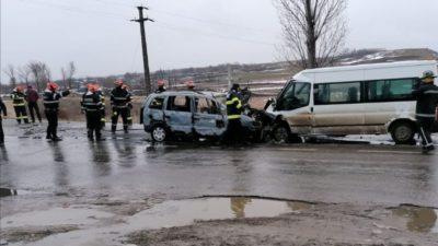 Cod roșu de intervenție în Botoșani. Accident cumplit în care a fost implicat și un microbuz