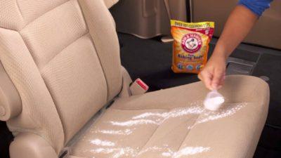 Cum poți curăța interiorul mașinii cu bicarbonat de sodiu. Face minuni pentru tapițerie