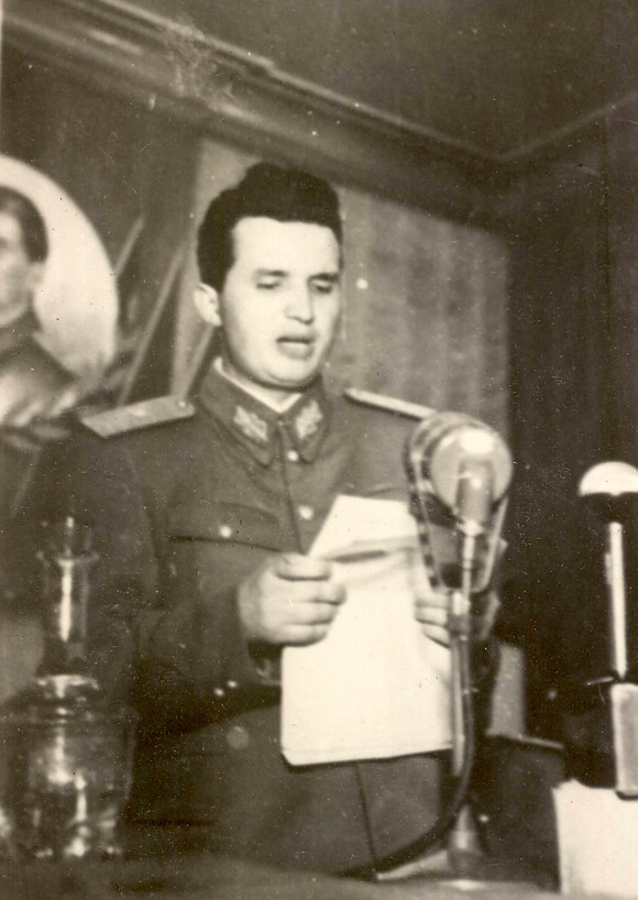 Nicolae Ceaușescu la 32 de ani. Foto: Nicolae și Elena Ceaușescu, alături de părinții fostului dictator. Foto: Fototeca online a comunismului românesc