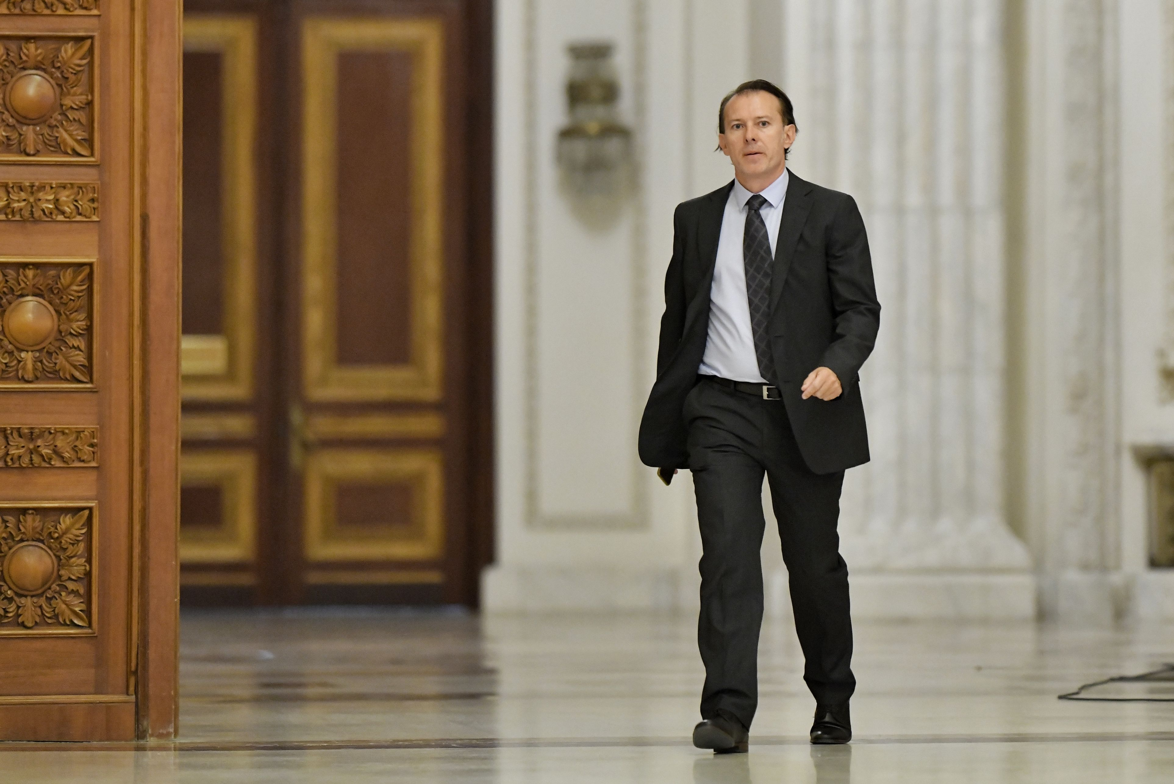 Câți bani câștigă lunar ministrul de Finanțe Florin Cîțu. Un senator are un salariu mai mare