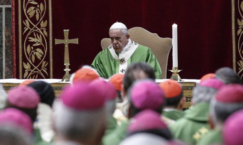 Noi abuzuri sexuale în Biserica Catolică: nouă preoți, cercetați de pedofilie