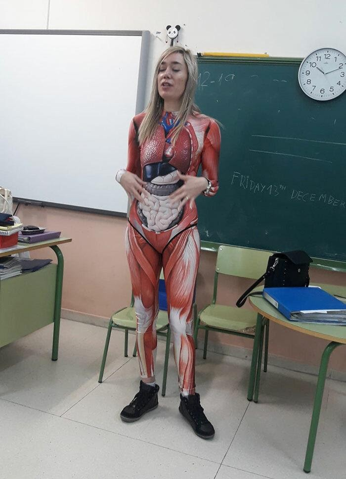 teacher-gives-anatomy-lesson-in-a-full-body-suit-that-maps-out-the-human-body-in-sharp-detail1