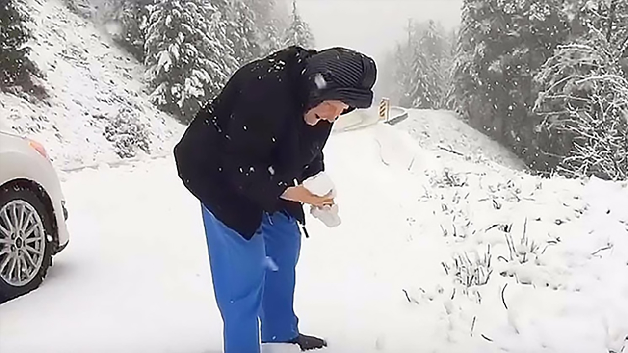 101-year-old-mom-makes-her-son-stop-the-car-so-she-can-play-in-the-snow