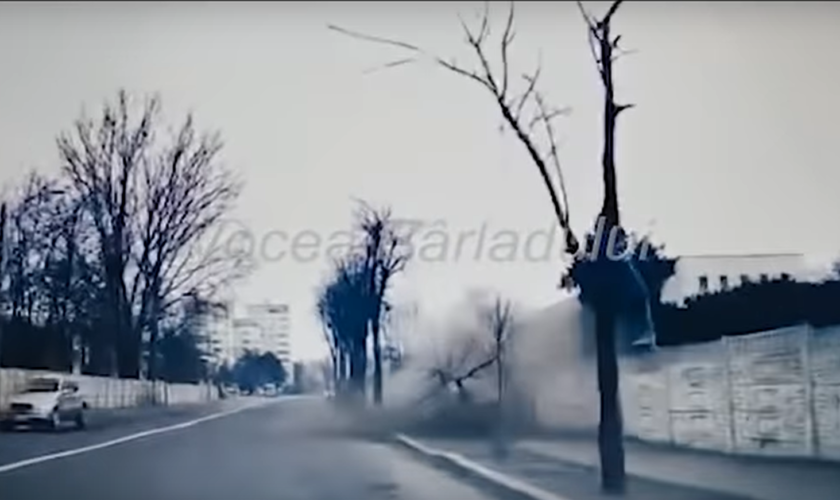 VIDEO Accident grav cu un BMW, la Bârlad. Doi verișori au murit pe loc, după o depășire fatală