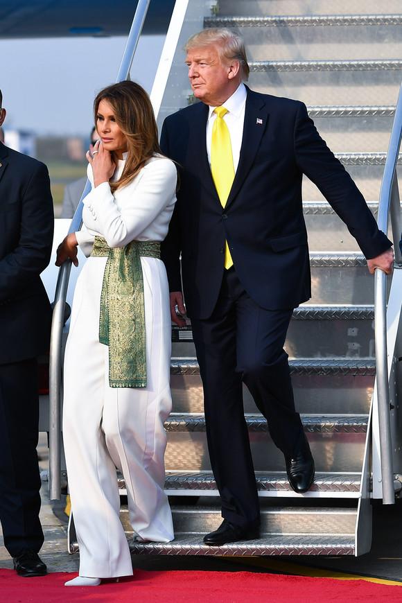 Cum s-a îmbrăcat Melania Trump, în timpul primei vizite din India. Multe femei ar putea lua lecții de la ea