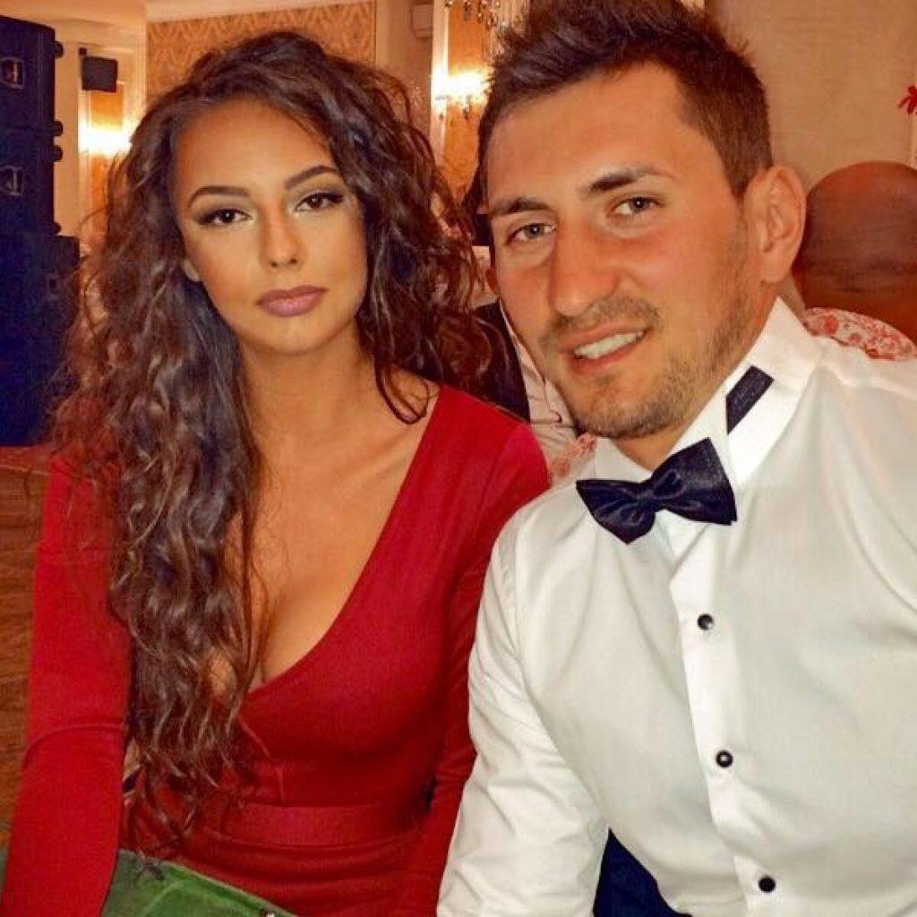 Un concurent de la Survivor și-a cerut iubita în căsătorie, în direct la Kanal D. Ce a răspuns tânăra