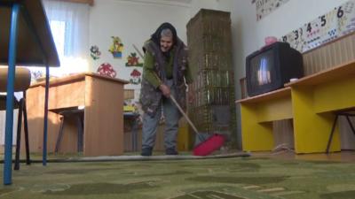 Cea mai în vârstă angajată din România. Bunica Sofia are 84 de ani și muncește la o grădiniță