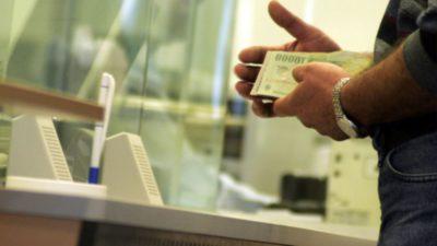 Anunțul pentru cei care au credite la bănci. Cu cât se amână plata lor