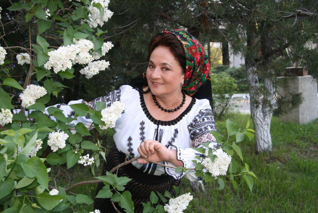 Laura Lavric, îndemn la stat în casă
