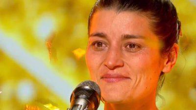 Golden Buzz pentru Aura Marcu, stewardesa cu voce de aur! Florin Călinescu, în lacrimi la Românii au Talent. Foto