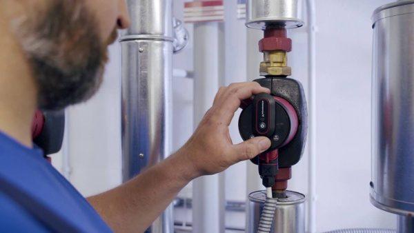 Pompa centralei termice scoate sunete ciudate? Care este cauza și cât de scump te poate costa defecțiunea