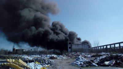 Cotele de poluare ar putea depăși iar limita normală. Incendiu puternic în București