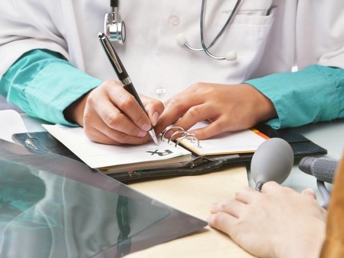 Se caută medici de diferite specialităţi, asistenţi medicali şi farmacişti