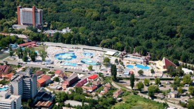 5 locuri cu apă termală unde să mergi în România să te relaxezi