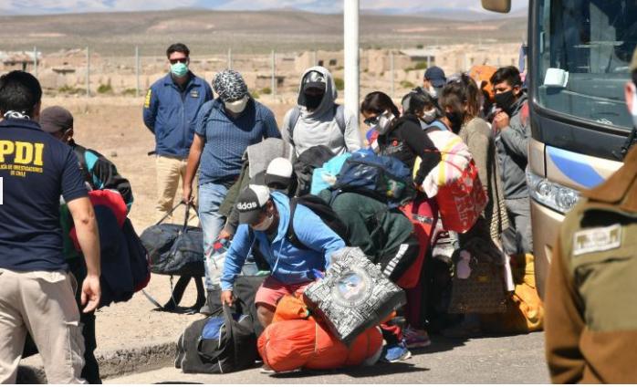 Armata din Bolivia, folosită pentru a respinge cetățenii care se întorc acasă din străinătate