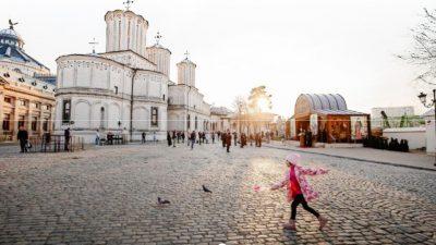 Scene halucinante la Năvodari, de Izvorul Tămăduirii. Ce au făcut zeci de persoane, în fața bisericii