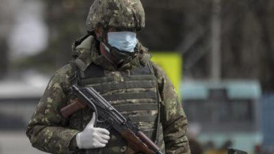 """Un nou focar de infecție amenință România! Autoritățile cer """"carantină totală"""". Localnicii sunt păziți de armată să nu iasă din case"""