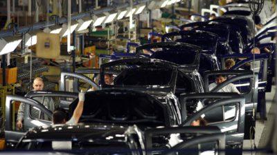 Dacia pregătește cea mai bună strategie pentru a relua producția! Când vor reveni pe piață