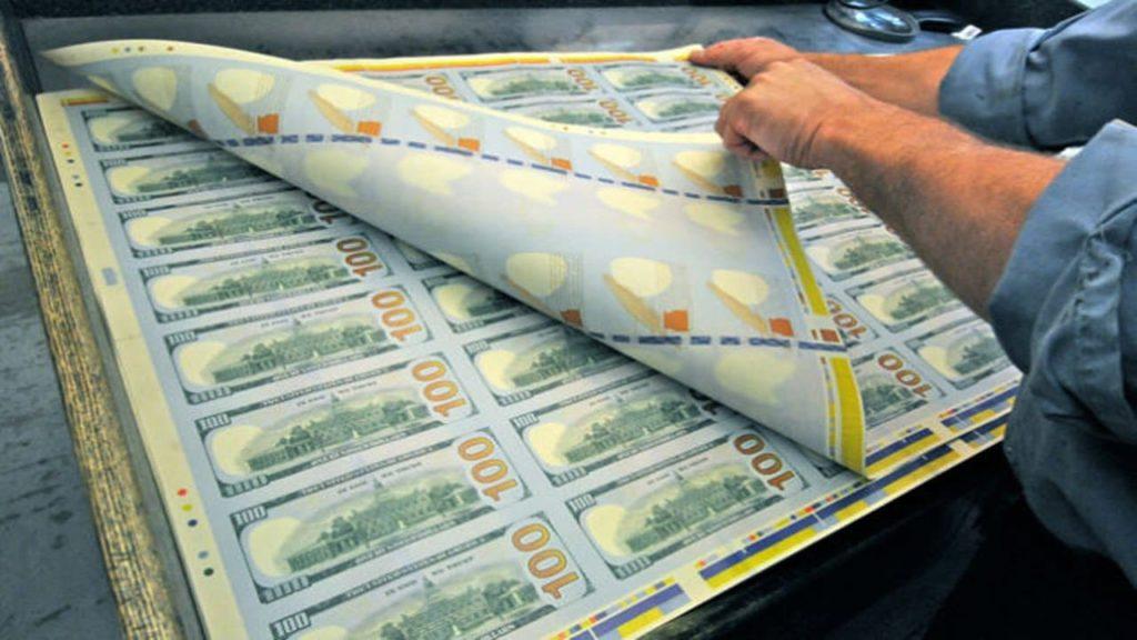 Primarul din Santa Marina tipărește bani pentru localnici