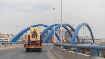 Procesiune în vremea pandemiei. Moaștele Sfântului Dimitrie cel Nou au fost plimbate în București pentru alungarea bolii