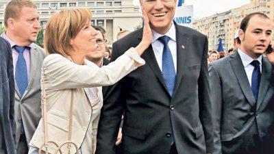 Adevărata relație dintre Klaus Iohannis și soția lui Carmen. Îi leagă o poveste de iubire de câteva decenii