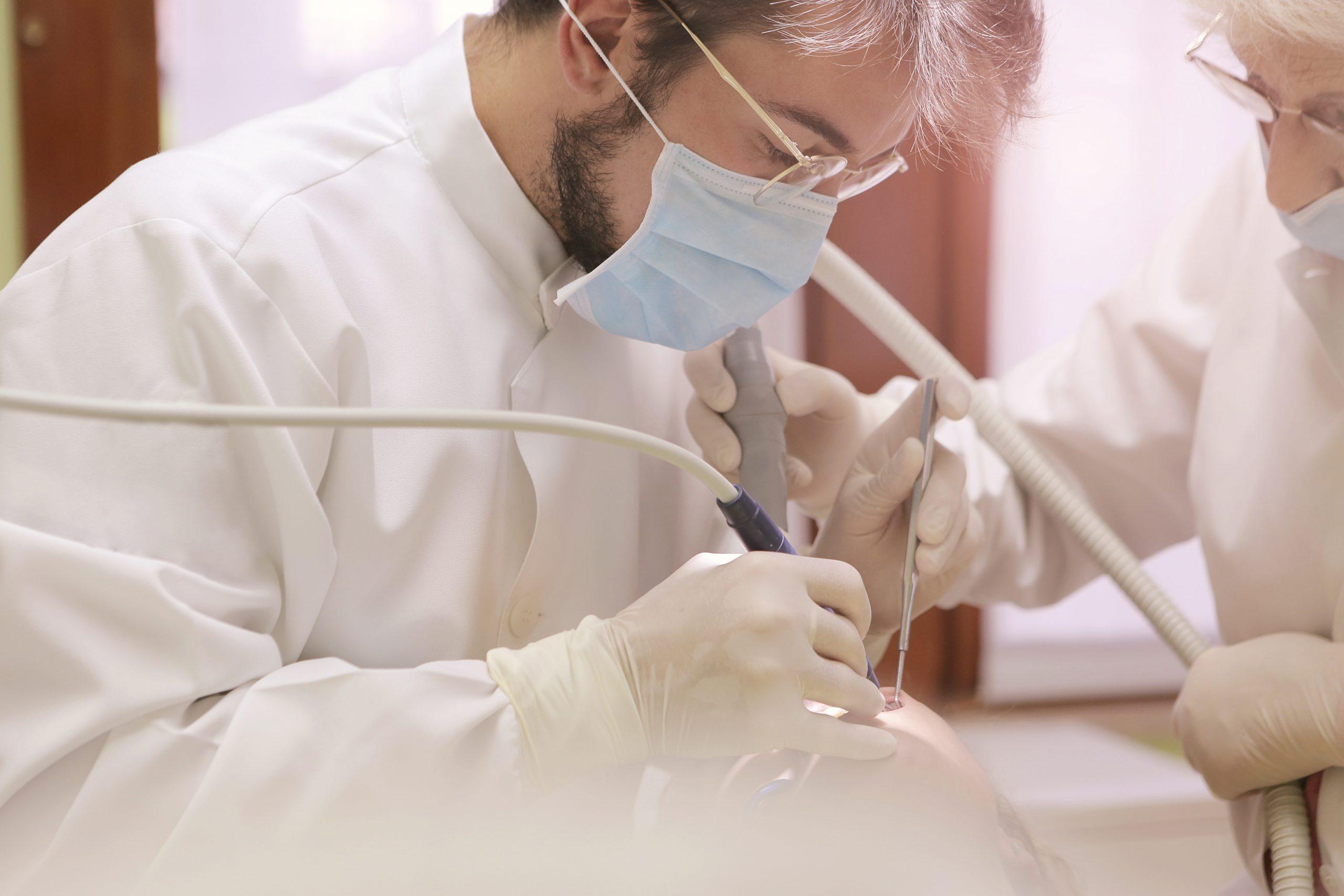Reguli de respectat pentru protecția medicilor stomatologi