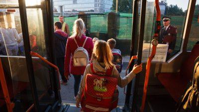 Este oficial! Transport gratuit pentru toți elevii. Care este singura condiție pe care trebuie să o îndeplinească