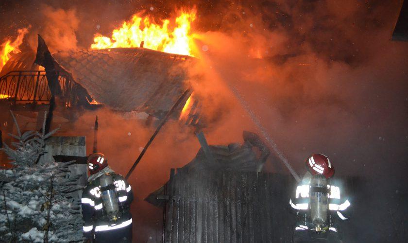 Scene de groază în județul Giurgiu, după ce un bărbat și-a dat foc în propria locuință. Ce șanse îi dau medicii