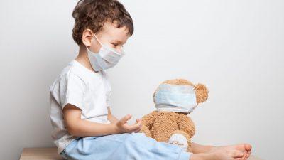 Copiii trebuie să poarte mască? Ce facem cu masca după ce nu o mai purtăm? Răspunsurile unui medic