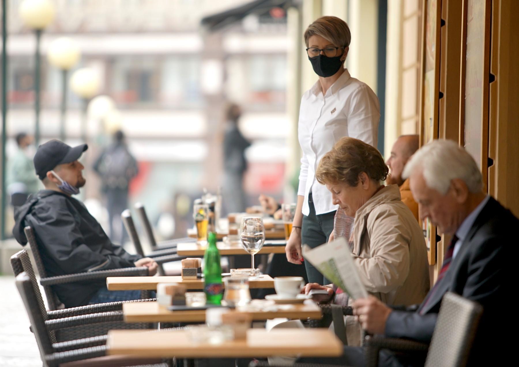 Noile reguli pentru terasele restaurantelor și barurilor. Ce trebuie să facă neapărat clienții