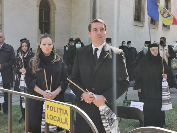 Principele Nicolae și soția sa la înmormântarea ÎPS Pimen Sursa Foto: click.ro - Oana Șlemco