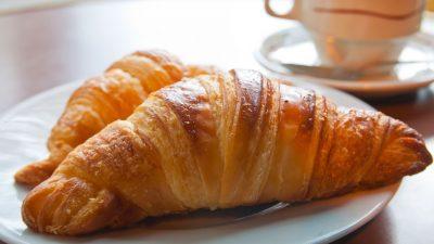Rețetă de croissante cu unt și scorțișoară. Desertul care îi va fermeca pe cei mici