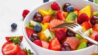 Cea mai bună rețetă de salată de fructe. De la căpșuni, pepene și struguri la fructe exotice