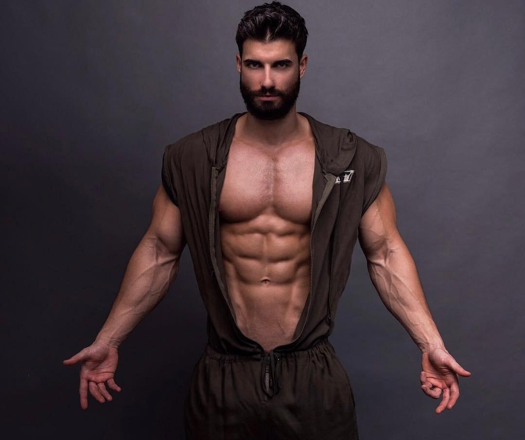 """Andi Constantin este următorul """"Burlac"""". A mai participat la """"Insula Iubirii"""" și """"Survivor"""""""