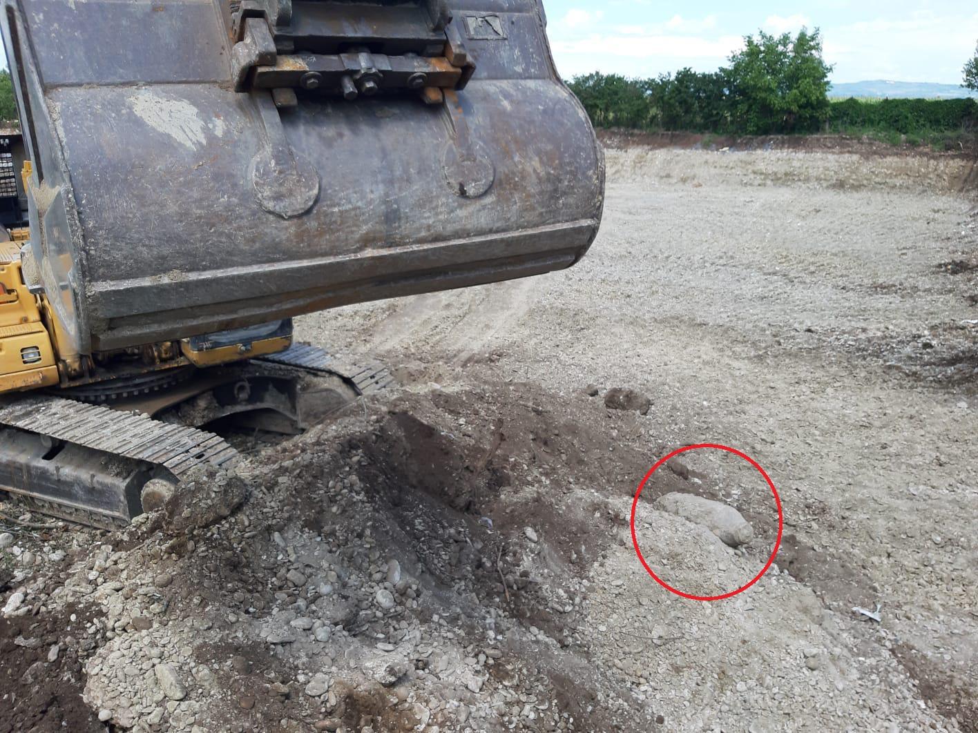 Excavator pentru ridicarea bombei