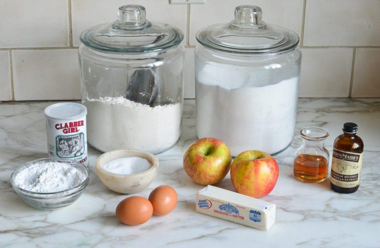 Prăjitura turnată cu mere. Un desert delicios și simplu de făcut