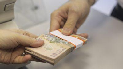 Se dau bani pentru români. În ce condiții poți primi bani de la stat