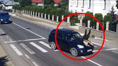 Accident îngrozitor în Bistrița-Năsăud. O tânără a fost spulberată de un autoturism pe trecerea de pietoni. Întreaga scenă a fost filmată
