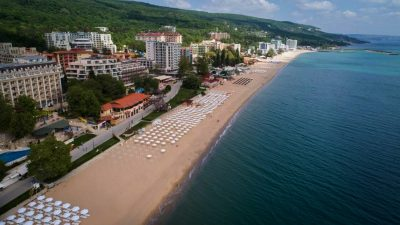 Bulgaria poate, România nu. Ce prețuri au vecinii în sezon estival