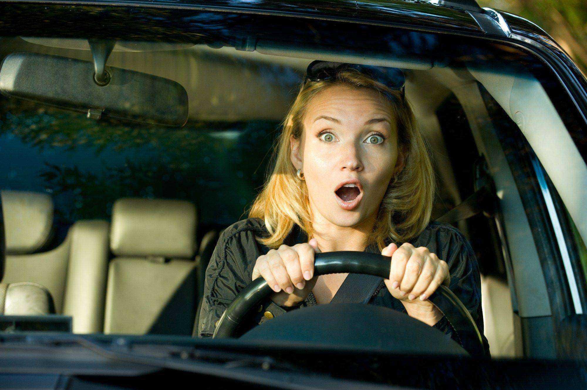 Îți este frică să șofezi? Care este explicația și ce soluții există